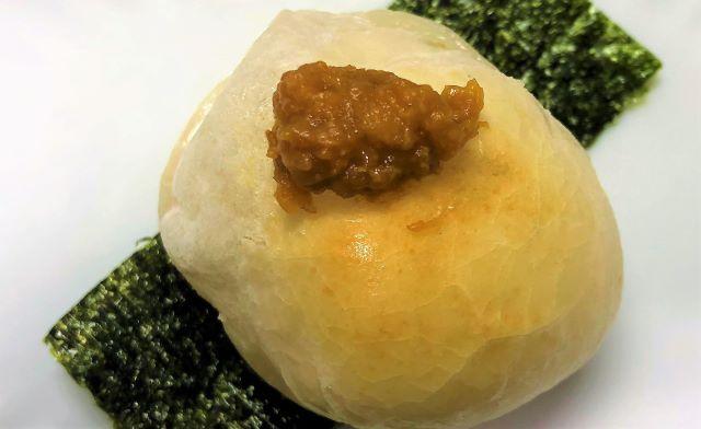 川田餅本舗さんのお餅を焼いて粒うにをのせて海苔をまいて食べてみた